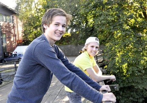 Brenner for fisking: Ole Herman Imset (16) og Simen Halle Haugen (16) er opptatt av fisking, og ønsker å bedre fisketilbudet i Larvik. De mener Farriselva kunne blitt en god fiskeelv.foto: vårin alme