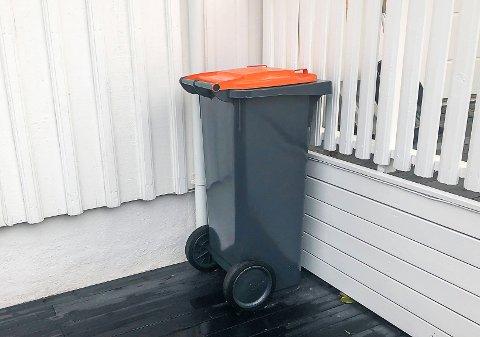 VIKTIG MED KORREKT SORTERING: Den nye containeren med oransje lokk skal kun inneholde emballasje av glass og metall.