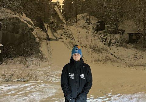 BRATTLIBAKKEN: Her i Brattlibakken startet karrieren til Kristian for 11 år siden. Nå skal han konkurrere på høyt nivå. Foto: Privat