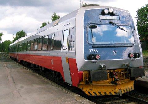 FLERE TOG: Det er et sterkt ønske om flere tog på Rørosbanen. Her fra Løten stasjon.