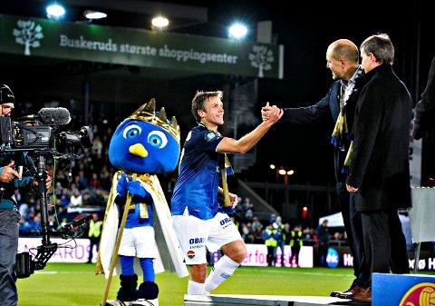 VURDERER STORBÆK: Jarl André Storbæk (i midten) vant seriegull med Strømsgodset i 2013. Nå skal 40-åringen være aktuell som klubbens nye toppspillerutvikler.