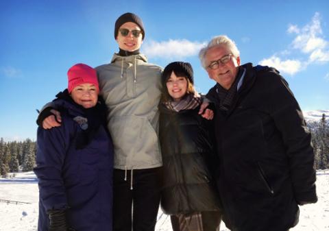 SPILLER EN ROLLE: Anette Hoff, Herbert Nordrum, Hedda Stiernstedt og Nils Vogt har alle en rolle i «Fjols til fjells».