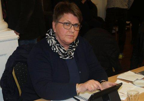 STILLER SPØRSMÅL: Hilde Riseng og Folkelista forventer skriftlig svar på fem spørsmål i forbindelse med kommunestyremøtet mandag.