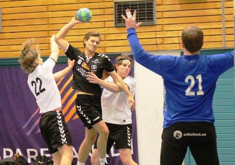 Kristoffer Skaadel scoret 2 mål for Urædd mot Viking Håndballklubb.