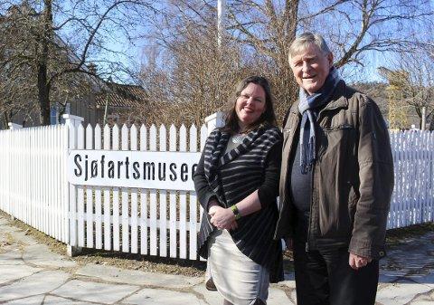2017: Her smiler de sammen utenfor sjøfartsmuseet i 2017, Jorunn Sem Fure fra museet i Skien og Haavard Gjestland fra stiftelsen i Porsgrunn. I fjor ble det fullt brudd, og nå kan stiftelsen ha kommet i en vanskeligere situasjon enn noen gang før.