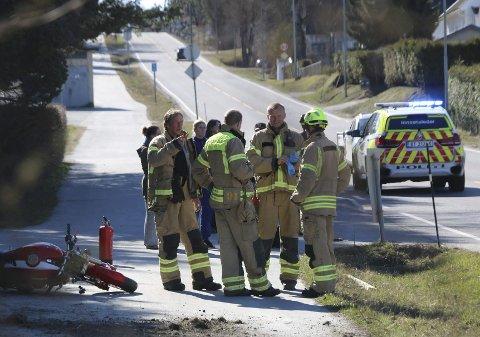 ALVORLIG: MC-ulykken fant sted på Ullinvegen 13. april i fjor. Samtlige nødetater rykket ut til stedet, og MC-føreren ble sendt til akuttmottaket med alvorlige skader i beinet.