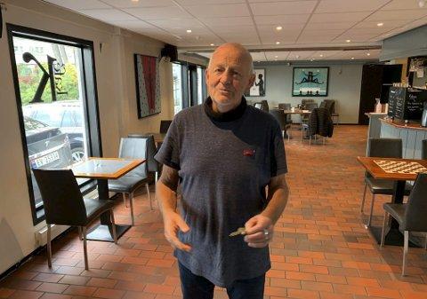 SKAL BLI GJELDFRI: Ragnar Sande på Kafe K sier at de har mål om å bli gjeldfrie i løpet av 2021. På spørsmål om de har planer om å bli et utested, slik som baren til Cafe Osebro, Cava og Jimmys, svarer han klart nei. – Det blir bare diskotek hvis noen vil leie lokalene til et slikt party.
