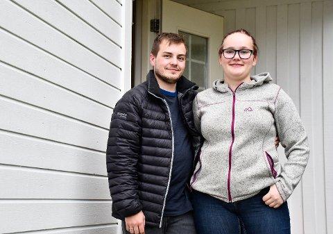 FLYTTET TIL HEMNES: 31. juli flyttet Terese Hammerheivik og kjæresten Adrian Liverpool Einhaug fra Mo i Rana til Hemnesberget. Her har de kjøpt sin første bolig sammen.Her fikk paret råd til et nyoppusset hus og mottok tilskudd fra kommunen på 200.000 kroner.