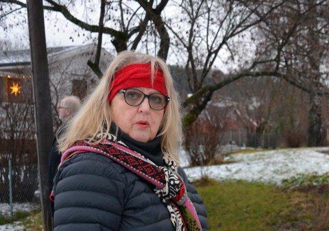Takket: Planene om turveg gjennom eiendommen til Berit Viken er droppet. Det er hun svært glad og lettet over.