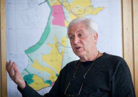 MIDLERTIDIG:  Byplansjef Gunnar Hallsteinsen understreker at automatstasjonen er midlertidig.foto: frode johansen