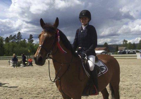 Charlotte Didriksen gjør seg bemerket på hesteryggen.