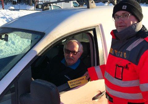 Arvid Amundsen var blant flere bilister ved Nes i Ådal som fikk informasjon fra Ivar Pedersen og de andre i Statens vegvesen torsdag.