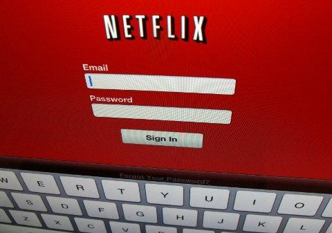 Nå blir det mulig å laste ned og se filmer og serier offline, melder Netflix.