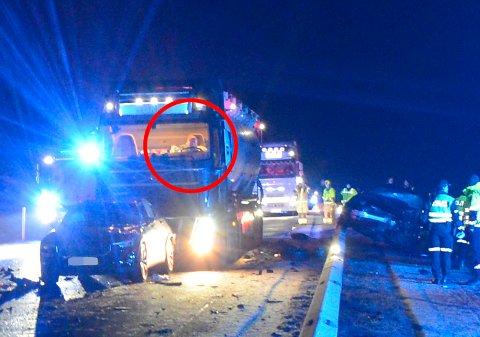 TRAGISK: Lastebilsjåfør Jan Jørum, ankom ulykkesstedet kun sekunder etter frontkollisjonen. Han endte selv opp i en følgeulykke. – Det er jo bare tragisk, sier han dagen derpå til RB.