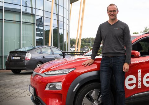 REKORDÅR: Tom Espeland kan vise fram gode tall for bilbutikken. (Foto: Tonje Ruud Sjølie)