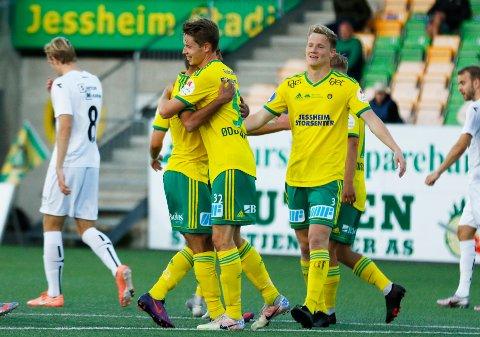 TIL BODØ/GLIMT?: Vegard Kongsro (t.h) kan bli lagkamerat med Kristoffer Ødemarksbakken (i midten) i Aalesund. Men nå har også Bodø/Glimt fått akseptert bud på backen.