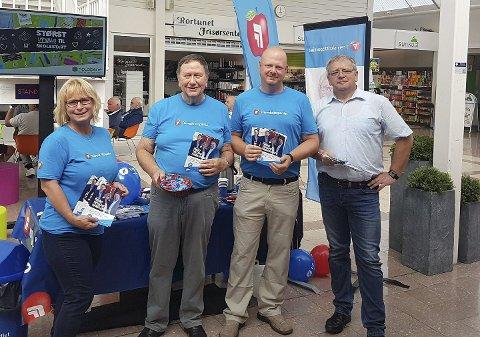 STAND: Fremskrittspartiet på Rortunet, fra venstre Tone Heimdal Brataas, Arne Haga, Espen Hansen Aspås og Juryen Landgraf.