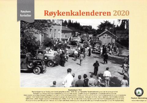 MARKEDSDAG: På Røyken stasjon startet en festpyntet kortesje med biler for å kjøre Røyken rundt for å samle inn penger til Herstadhei Turisthytte. Bildet pryder forsiden på Røykenkalenderen 2020.