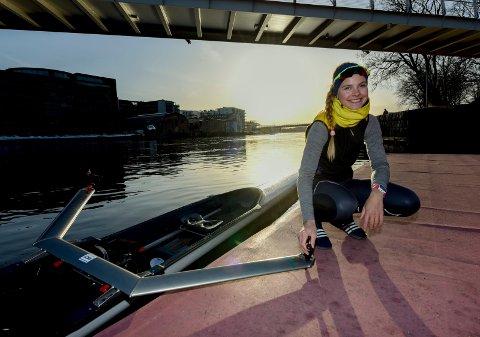 Fanny Røed (24) fra Hyggen har Drammenselva som sin hjemmebane og må ro styggfort for å hevde seg.
