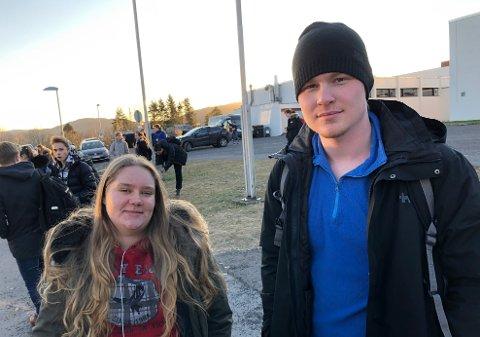 IVARETATT: Ylva Andersen og Ole Andreas Christoffersen (begge 17) opplever at lærerne har vært opptatt av å berolige elevene.
