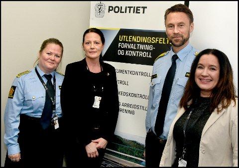 FUF-sjef Eli Fryjordet (f.v.), seksjonssjef Merete Beck ved utlendingsseksjonen, politimester Steven Hasseldal og leder for forvaltningsenheten i Øst politidistrikt, Heidi Vinsrud, er godt fornøyd med at 70 politiansatte nå er samlet i Rådmann Siras vei 4 på Grålum.