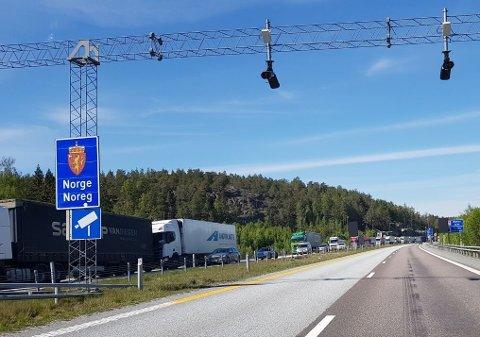 Både lette biler og vogntog ble kontrollert ved Svinesund og Ørje torsdag.