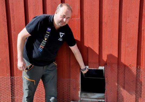 Etter ett innbrudd i 2016 oppgraderte Karl Tore Nøkleby Sørby låsene på låven, samt byttet ut vinduene. Det gjorde at de frekke tyvene måtte ta seg inn gjennom hundeluka.