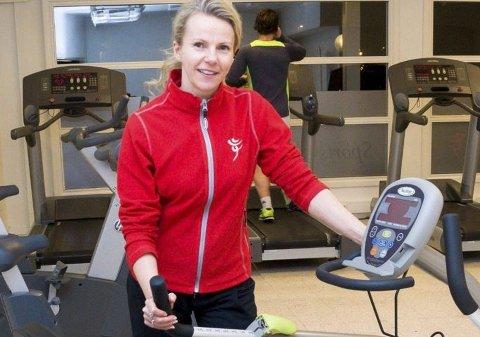 Renate Fagerås eier av treningssenteret i Ørje mener folk er flinkere til å trene året rundt.
