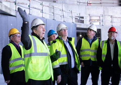 Per A. Thorbjørnsen, styreleder i Folkehallene, gleder seg over Sola Arena og håper det neste anlegget som bygges er et 50 meters svømmebasseng med stupetårn.