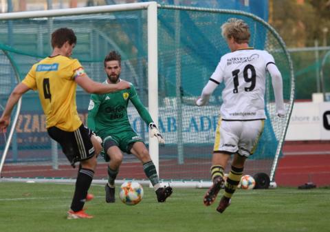 Aron Lindstrand har gått tilbake til Lyngdal etter å ha voktet buret for Sola FK sist sesong.