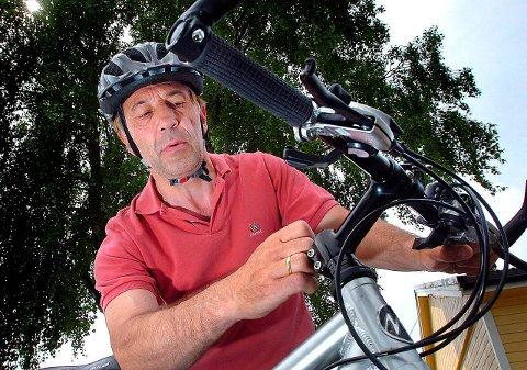 Bortskjemte: Trenden med el-scootere tyder på latskap og bortskjemte unger, mener Michel Fouler i På sykkel i Grenland.