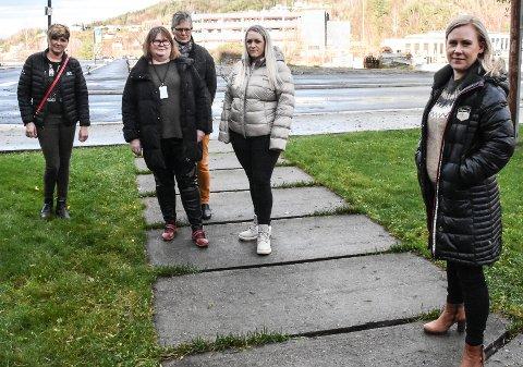 FRYKTER. De frykter igjen for framtida for tingretten på Notodden. Fra venstre ordfører Gry Fuglestveit, tingrettsansatte Ingrid Marvik, Astrid Bakken og Siv Merete Nilsen - samt stortingsrepresentant Lene Vågslid (Ap).