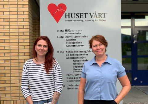 LEDIGE TIMER: Vaksinekoordinator Ingrid Larsen og sykepleier Toril Aasmundstad har 340 ledige koronavaksinetimer denne uken. Nå ber de folk melde seg snarest.