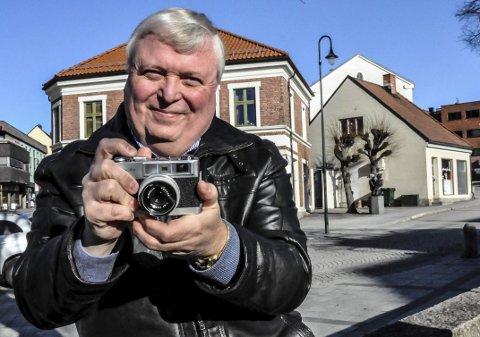 Dokumentert: Asle Bjerva, her i Hesteskoen i 2016, har dokumentert mye av byens historie med kameraet, og samler også gamle foto. I kveld vil han ta publikum med på en reise i lokalsamfunnet på 1960- og 70-tallet. (HISTORISKE foto: Asle Bjerva)