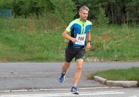 DEBUT: Robert Sørlie fra Halsa debuterte på maraton med den svært gode tiden to timer og førtifem minutter.