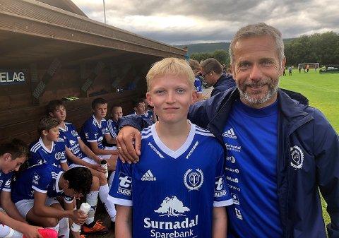 SEIER: Knut Tore Kvande (14) feiret bursdagen med seier i treningskamp mot Sunndal, noe han og trener Rune Kvande på Surnadal gutter 14 synes er helt topp.