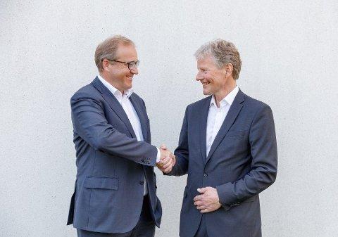 STÅR STERKT: Adm. direktør Bjørn Engaas (t.h.) og kollegene i SpareBank1 Nøtterøy - Tønsberg leverer solide tall så langt i det som er siste driftsår før fusjonen med SpareBank1 BV der Rune Fjeldstad er sjef.
