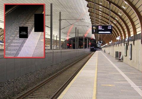 LEKER MED LIVET: Her, på spor 1 på Holmestrand stasjon, la den unge mannen seg ned på jernbanelinja. Alt for å lage den perfekte Snapchat-videoen. Bak den svarte boksen i bildet til venstre (innfelt) kan du skimte mannens fot. Til høyre står vennene og filmer.