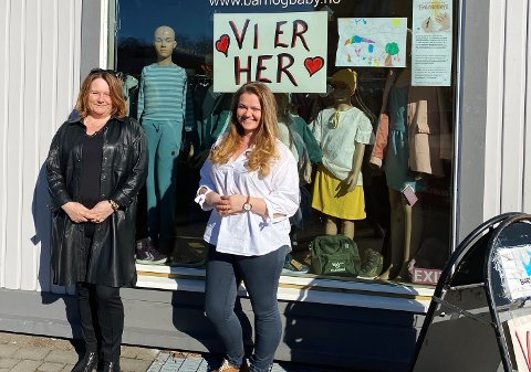 Sirocco-eier Marit Freitag (52) og Viktoria Friedrich (34) ved Barn og Baby i Teiegården er takknemlige for å ha en jobb å gå til. Dørene er låst, men inne er det travelt.