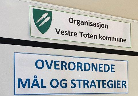 UNDER LUPEN: Kontrollutvalget i Vestre Toten kommune skal granske om de riktige valgene ble gjort i håndteringen av varselene og «hjemmetjeneste-saken». Spørsmålet er hvem som skal undersøke det.