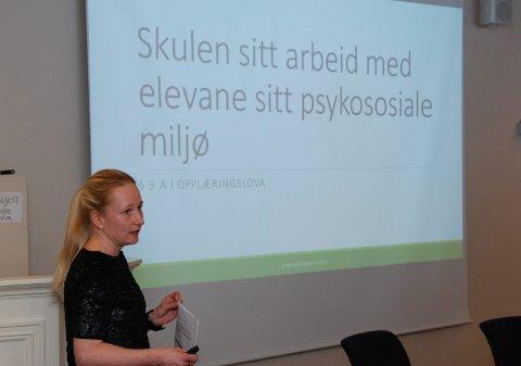 I kommunestyret: Rektor Janne Opheim orienterte grundig om kva som blir gjort for å sikre eit best muleg miljø ved skulen i Vestre Slidre.
