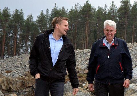 Far og sønn: Sonen Even (t.v.) med faren Anders Sørflaten før bygging  på Leira.