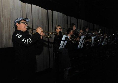 STILFULLSTART:Fra åpningsfanfaren spilt av talentfulle korpsmusikere fra hele Nittedal; nærmest kamera Karol Duranczyk.