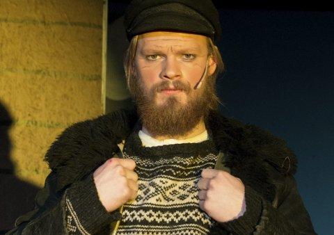 KAPTEIN: Den ubestridte leder og kapten for et mildt sagt broket mannskap, er Martin Kvennavika.  Med list og til dels overdreven stemmebruk får han mannskapet med seg på de utroligste eventyr.