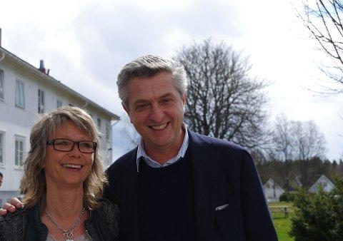 Mottaksleder Marte Aasen ved Bjørnebekk asylmottak med FNs høykommissær for flyktninger Filippo Grandi.