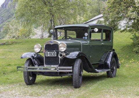 Original: Egil Røds Ford Model A fra 1930 er helt original, og har vært i familiens eie siden 1991. Under lørdagens billøp er det Røds svoger eller niese som får æren av å paradere bilen langs sunndalsveiene.