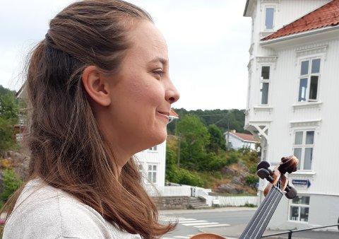 BLE FANGET: – Da jeg var åtte år fant faren min oldefars fiolin. Den lå fremme på pianoet i stuen, da jeg så den for første gang, sa jeg: Sånn har jeg lyst til å spille!» til moren min. alle foto ELISE ERIKSEN BJØRNSTAD