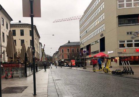 TRIST: Det har vært grått og bart lenge nå. Men kanskje kommer sola til Oslo denne uka.