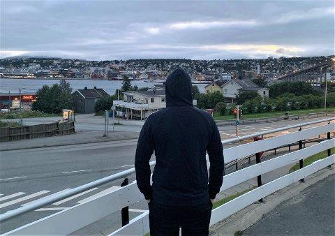 ONLYFANS-BRUKER: Tromsømannen bruker flere tusen kroner i måneden på å kjøpe lettkledde bilder på internett.