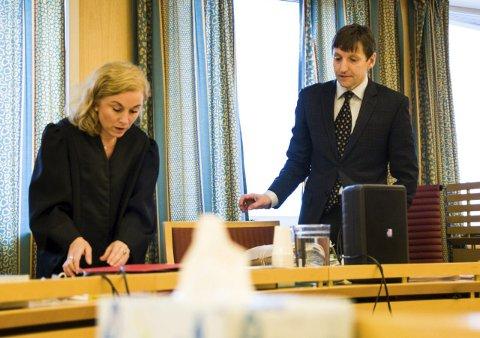 Retten: Statsadvokat Thor Erik Høiskar er aktor i saken som startet i Salten tingrett mandag. Kristin Fagerheim Hammervik er kvinnens bistandsadvokat. Bildet er tatt under en annen sak. arkivfoto